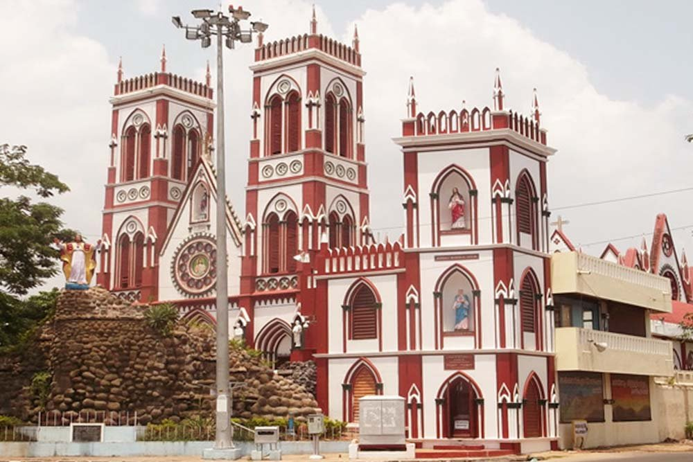Pondicherry - Basilica of the Sacred Heart of Jesus